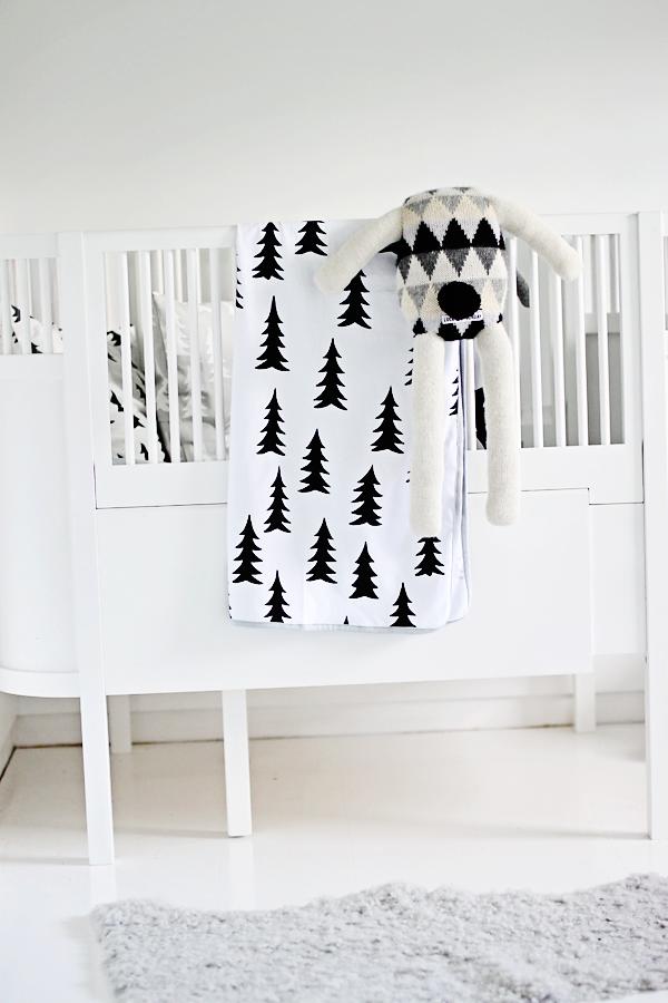 Zwart-witte #babykamer   Black and white #nursery
