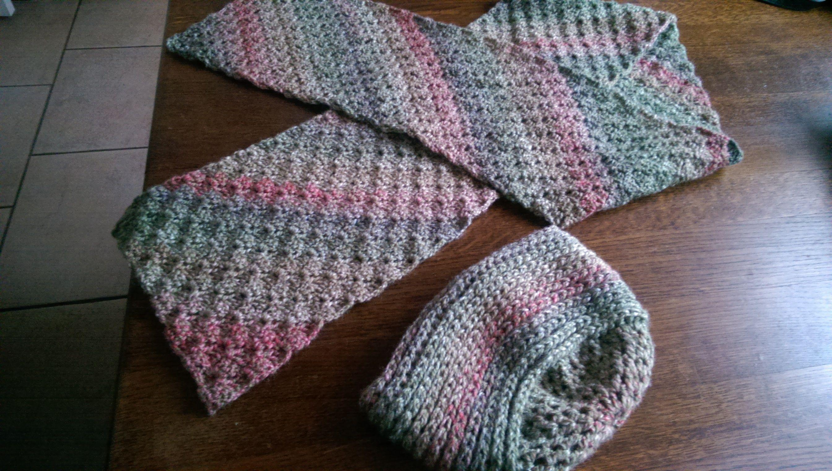 dames sjaal met muts  met Bianka van de wibra