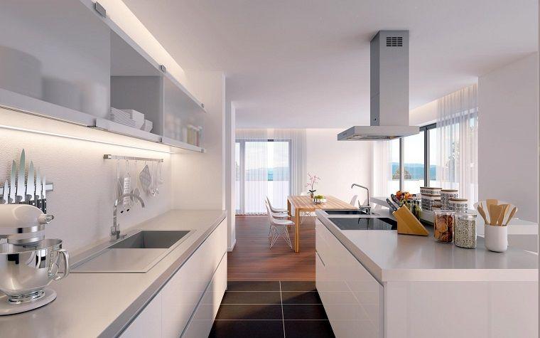 Cucina open space bianca lucida pavimento piastrelle legno open