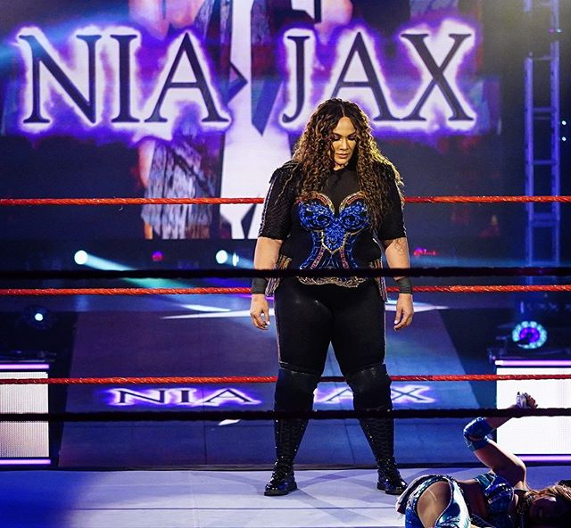 Wwe No Instagram She S Baaaaack Niajaxwwe Advances To Mitb Wweraw Wwe Nia Jax Professional Wrestling