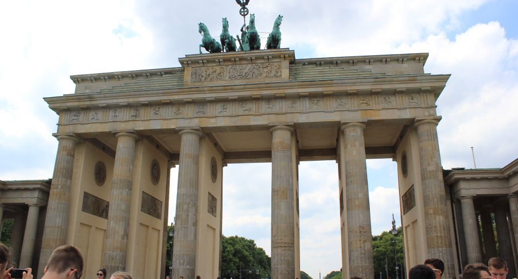 Brandenburger Tor In Berlin Germany Travel Germany Landmarks
