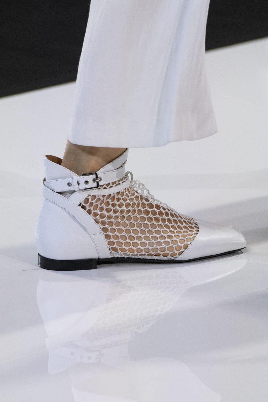 grosor ciervo Desacuerdo  Emporio Armani at London Fashion Week Spring 2018   Trending shoes,  Celebrity shoes, Trending womens shoes