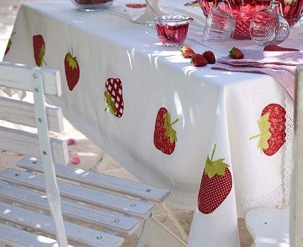 Sommerliche Tischdecken | Pinterest | Karo, Emily erdbeer und Erdbeeren