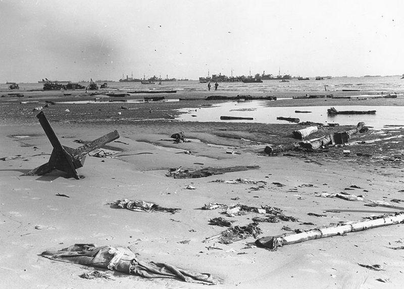 Omaha beach, aussi tôt après le débarquement.