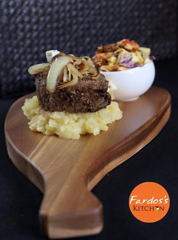 ستيك مشوي مغطى بالبصل المكرمل و صوص البلسميك من فردوس الأغبر Grilled Steak Topped With Onions And Sauce From Fardo S Kitchen Food Recipes Chef