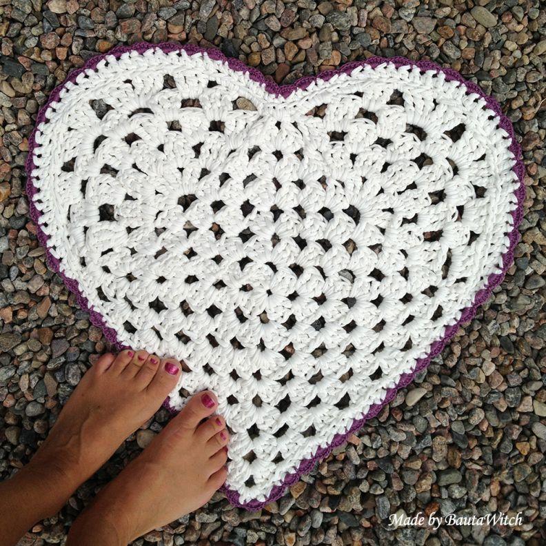 diy crochet heart shaped rug crochet rug pinterest. Black Bedroom Furniture Sets. Home Design Ideas