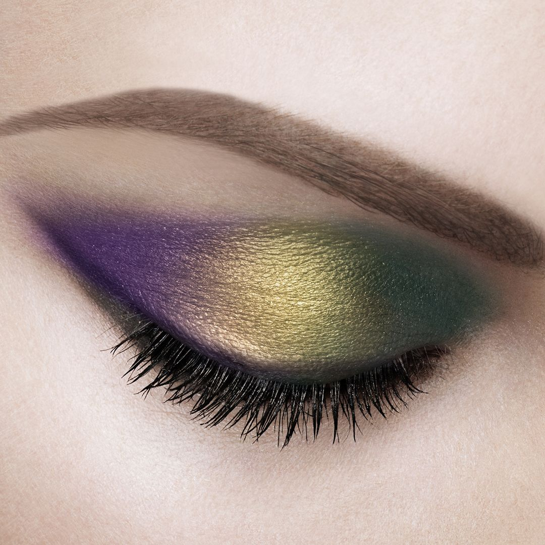 With This Festive Tricolor Smokey Eye Were Ready To Let The Good