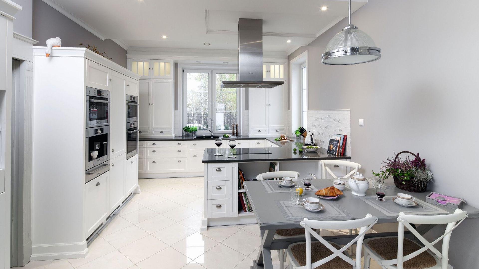 Polwysep W Kuchni 12 Pieknych Zdjec White Kitchen Design Kitchen Design Closed Kitchen Design