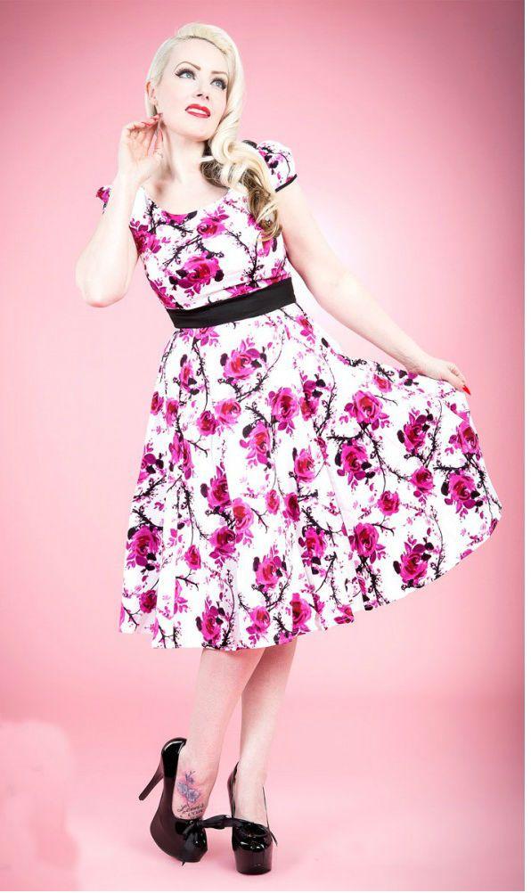 fc38e97ee0e8 Storblomstret Kjole Skøn kjole i et klassisk 50 er inspireret snit. Kjolen  er hvid med pink blomstermotiv og har stor vidde i skørtet.