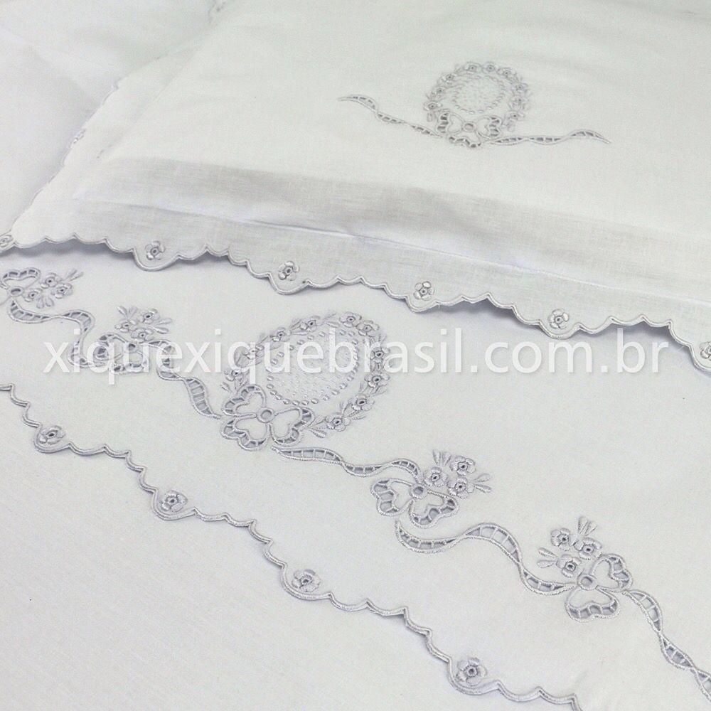 f5c4d1ff9 Bordado perfeito e maciez que é puro carinho. Jogo de lençol para berço  Richelieu. Compre online www.xiquexiquebrasil.com.br