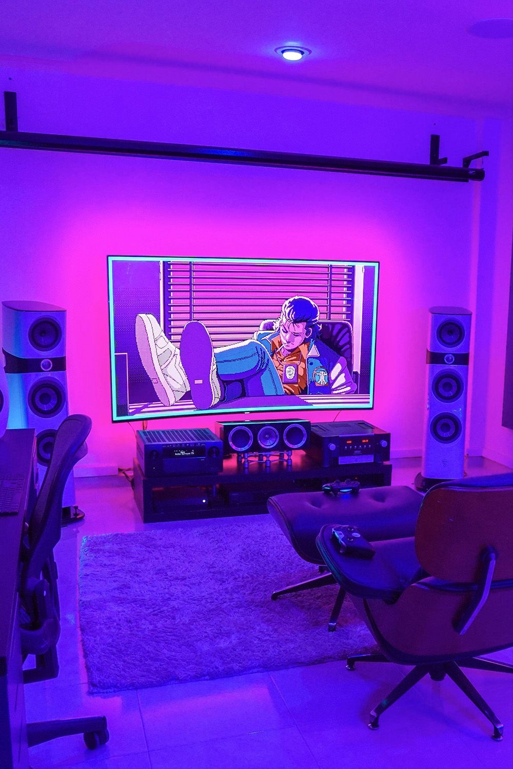 How Does The Man Cave Of Your Dreams Compare To What Chroman Has Just By Looking At His Pc Alone You Ll Rea Video Game Room Design Game Room Design Game Room