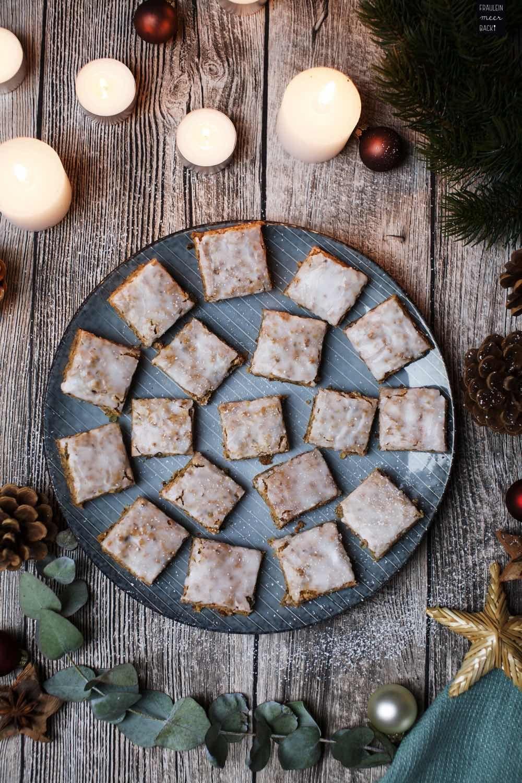Weihnachtsplätzchen Vom Blech.Lebkuchen Vom Blech Mit Zuckerguss Weihnachtsplätzchen Lebkuchen