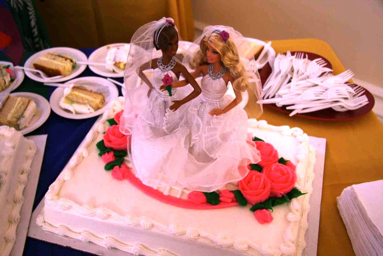 Lovely lesbian wedding cake | Gay wedding | Pinterest