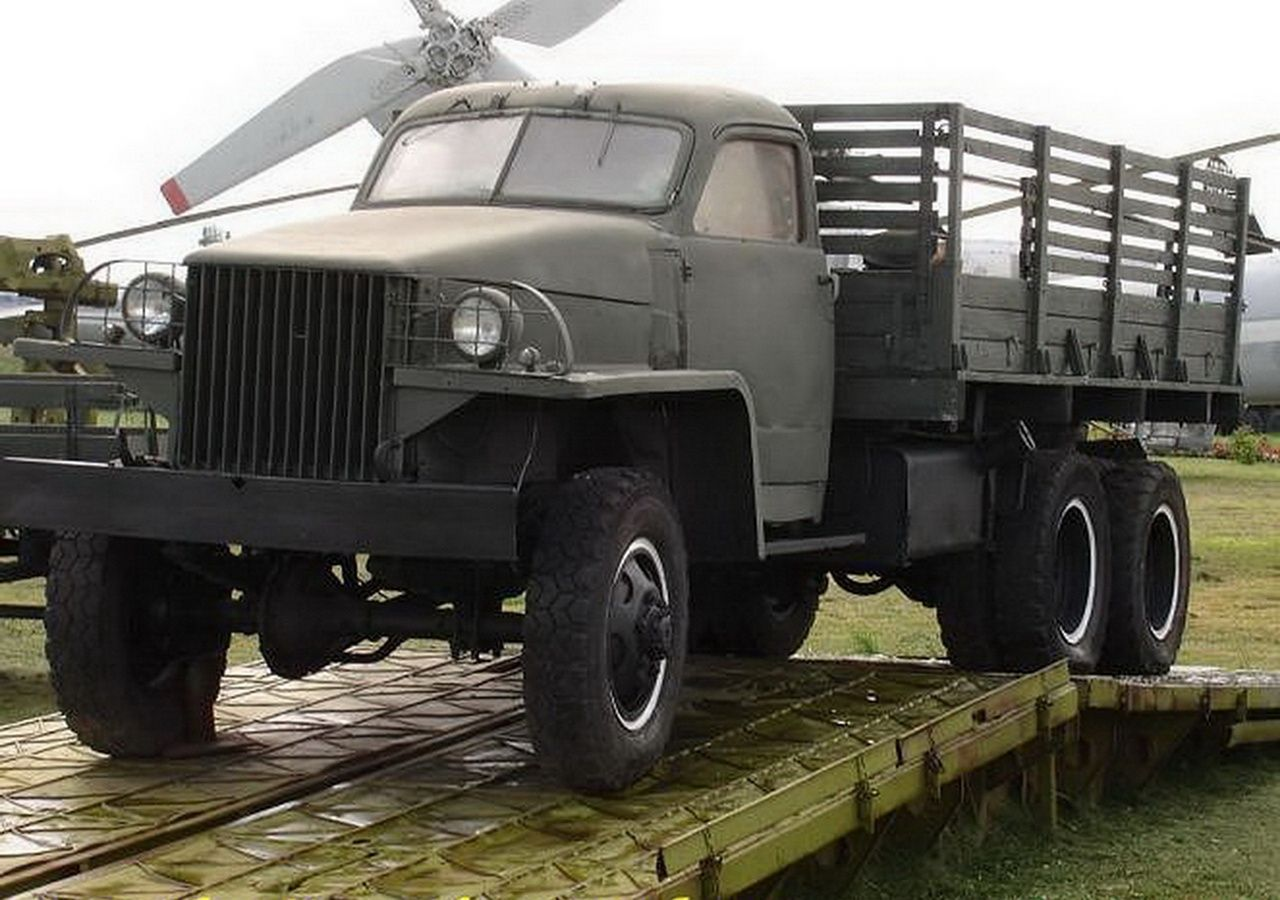The Studebaker Us6 M16a Is A Class Of 2 5 Ton Trucks Deuce And