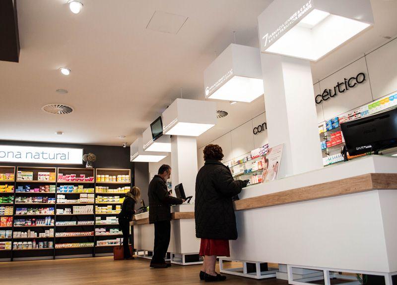 Diseño y reforma de farmacias modernas en Zaragoza. Mostradores ...