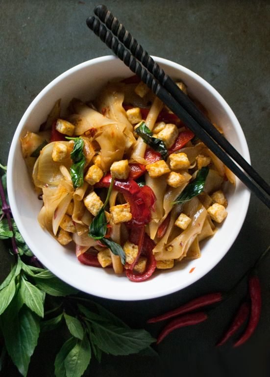 Spicy Drunken Noodles - A Chinese-inspired dish from Thailand and Laos, this recipe is quick, easy, and totally delicious!