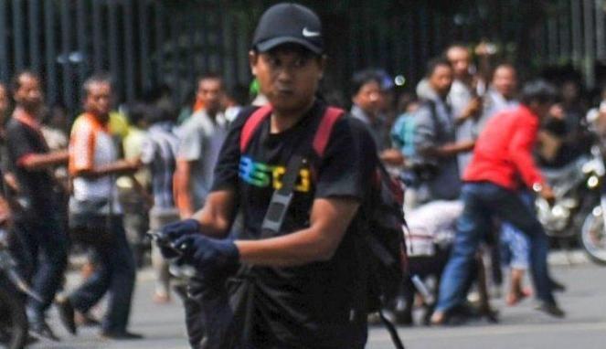 Foto Wajah Pelaku Bom Sarinah Membabi Buta Tembaki Polisi De