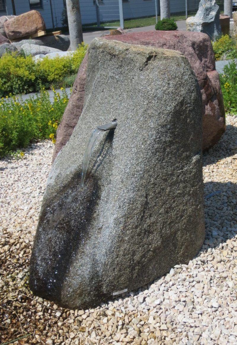 Quellstein Fur Den Garten Brunnencenter Allgau Quellstein Steine Findling