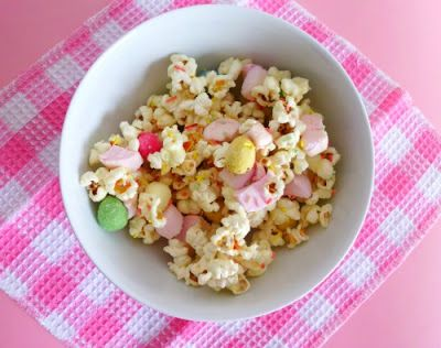 Easter Eggstravaganza Popcorn recipe - Freshly-popped popcorn kernels mixed with white chocolate, marshmallows and small chocolate eggs. A great way to use up excess Easter candy! | www.pinkrecipebox.com