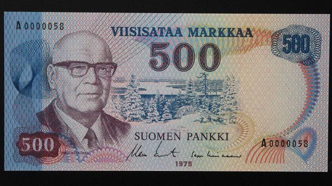 """500 markan seteli laskettiin liikkeelle presidentti Urho Kekkosen 75-vuotissyntymäpäivänä 3. syyskuuta 1975. """"Urkin kuvaksi"""" kutsuttu seteli oli tuohon aikaan Suomen arvokkain raha."""