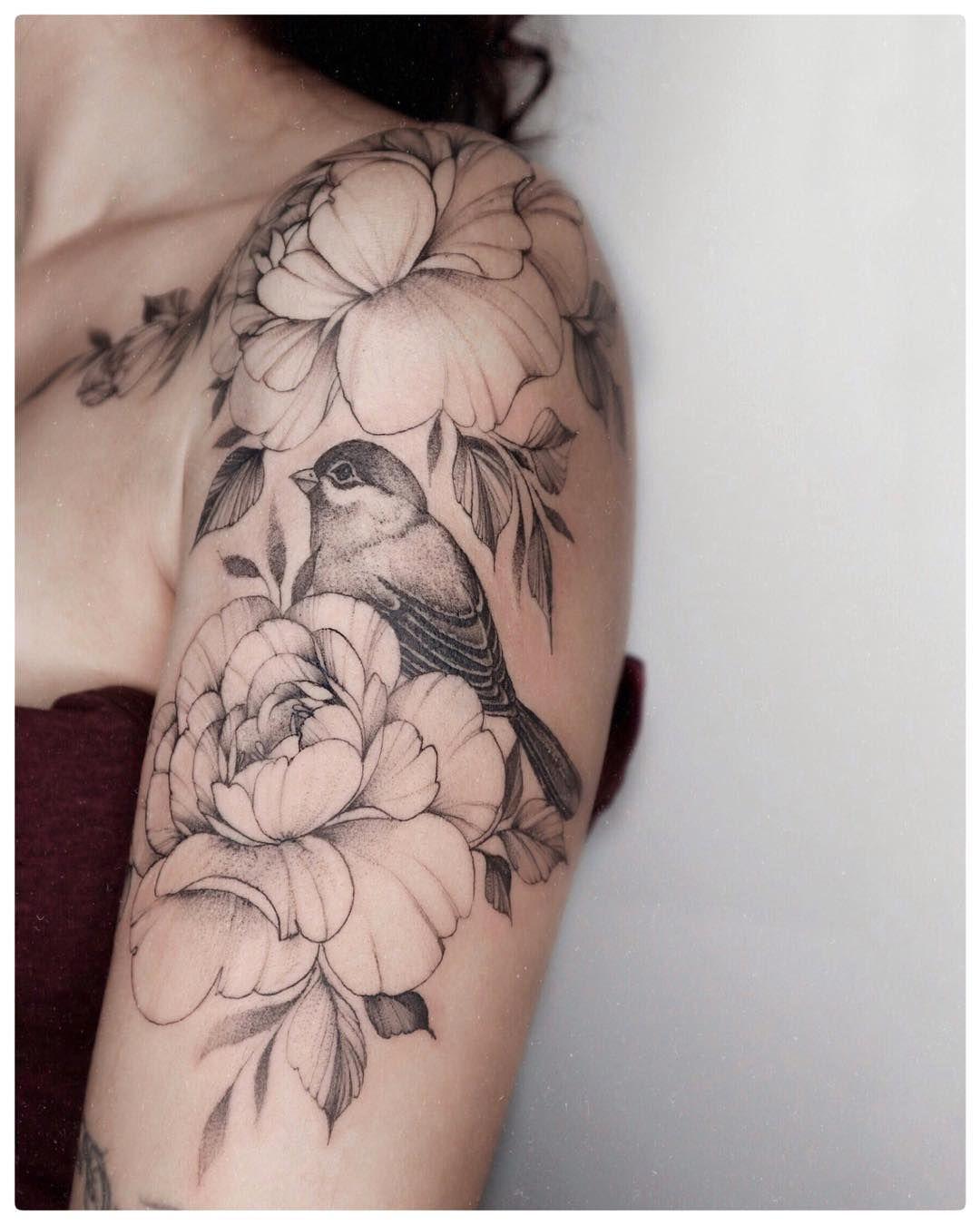 """Photo of Yarina 🖤 Tattoo-Designerin auf Instagram: """"Ein Fragment des Tattoos für ei…"""