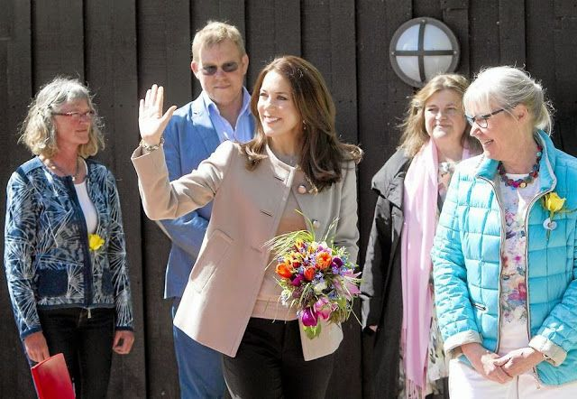 Queens & Princesses - Princess Mary inaugurated a children's playground in a care center in Ringsted.