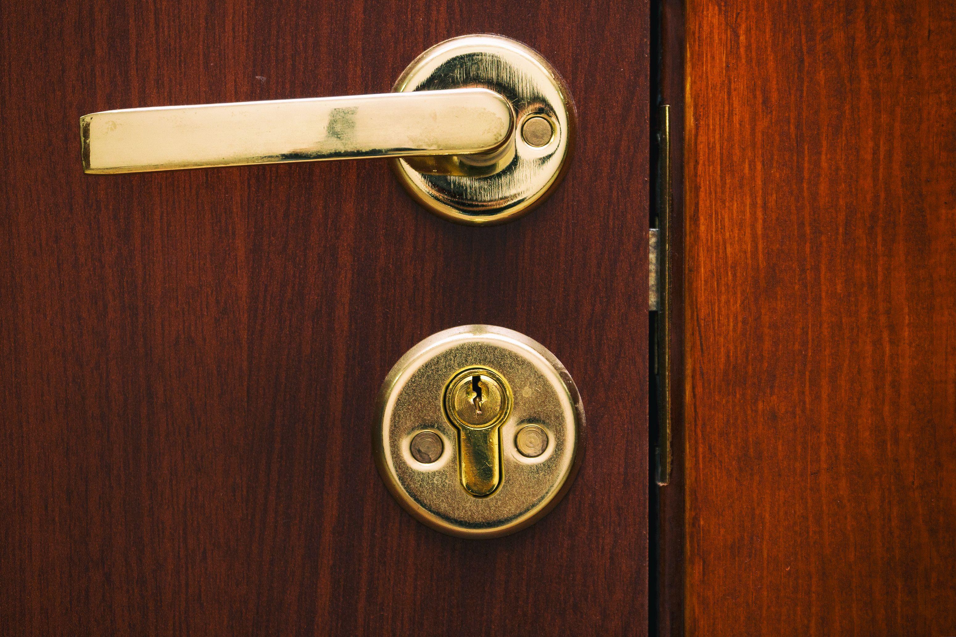 How to open a locked door using a paperclip smart door