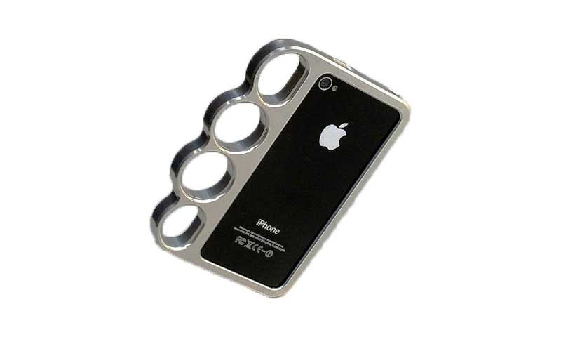 Не знаете, как можно сберечь свой новенький смартфон? Невероятно классный чехол-кастет для iPhone 5/5s — это то, что вам нужно! Супер-стильный и необычный чехол кастет — это облегченный алюминиевый чехол бампер со специальными отверстиями для пальцев. Он предназначен для таких смартфонов как iphone 5 и iphone 5s.