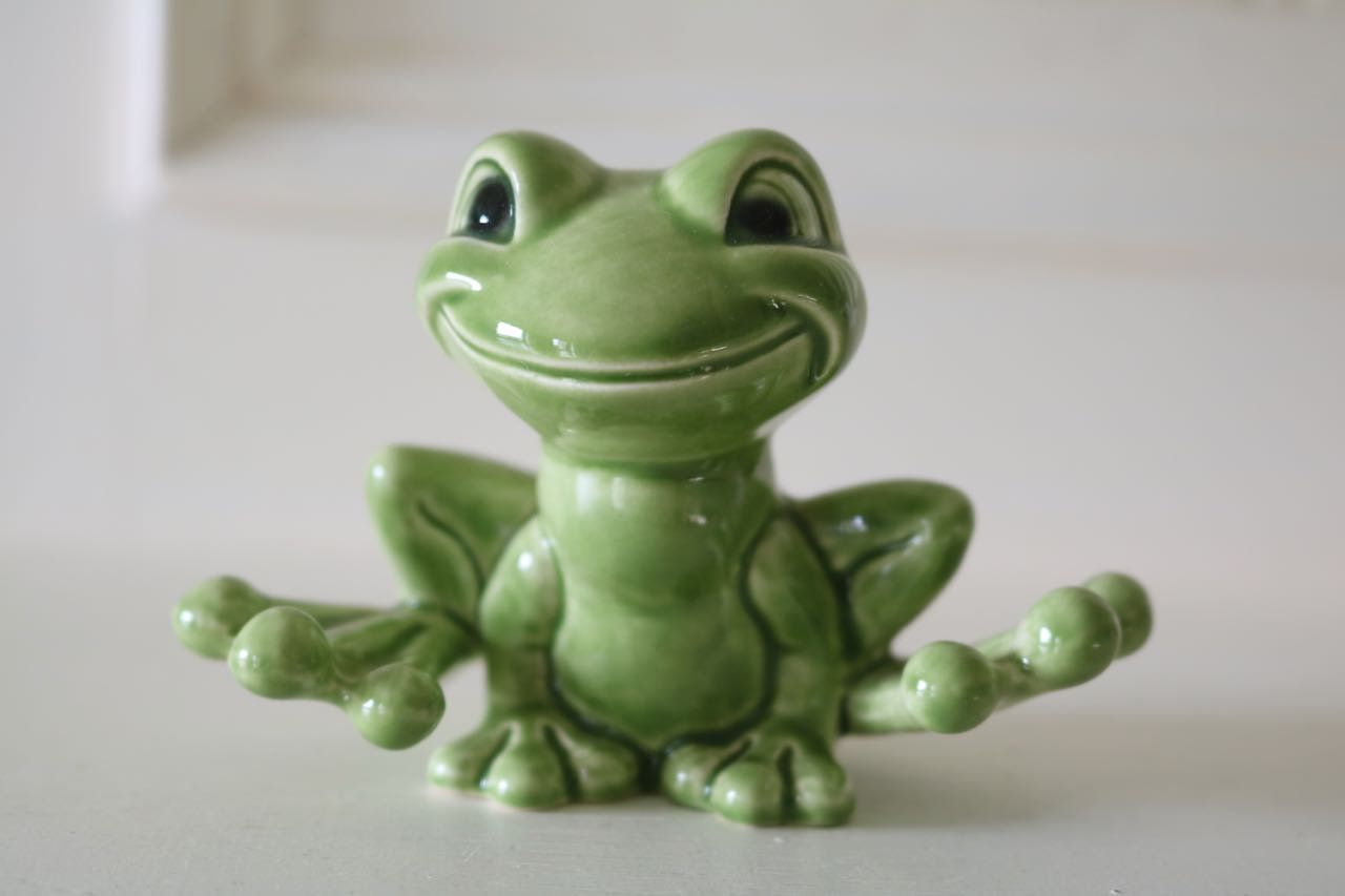 Cute Goebel Frog 35516 In Immaculate Condition Scottish Artists Frog Glenfinnan Monument