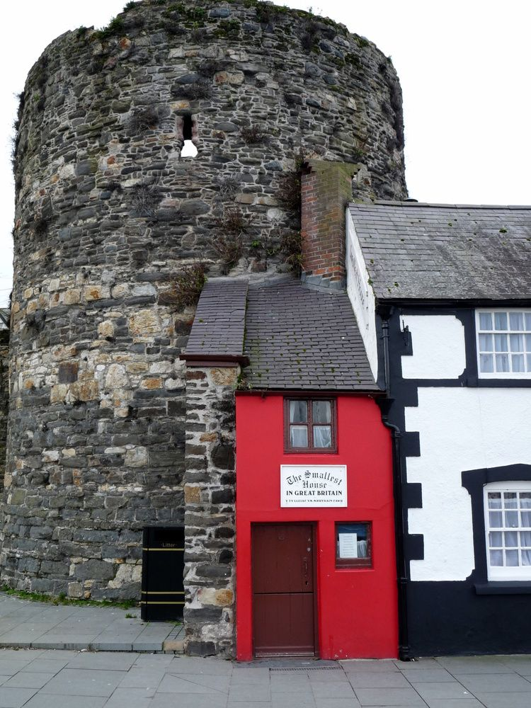 Conwy Wales The Smallest House In Uk Pays De Galles