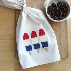 Learn how to make this adorable 4th of July tea towel. The perfect summer hostess gift!