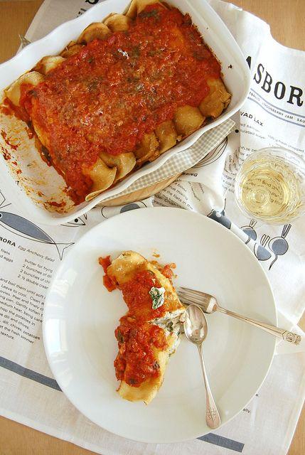 Ricotta and spinach manicotti / Manicotti de ricota e espinafre by Patricia Scarpin, via Flickr