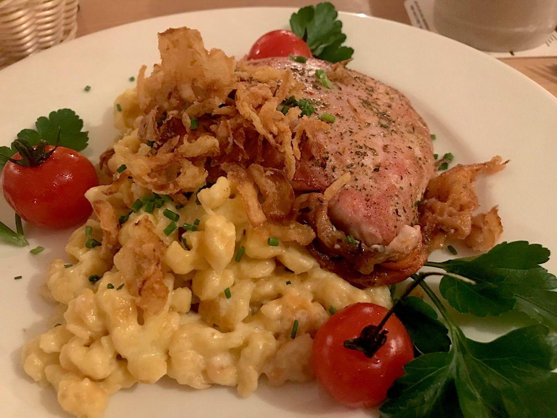 Tiroler Sennerschnitzel Mit Kasspatzle Im Zamdorfer Munchen Schnitzel Essen Munchen Essen