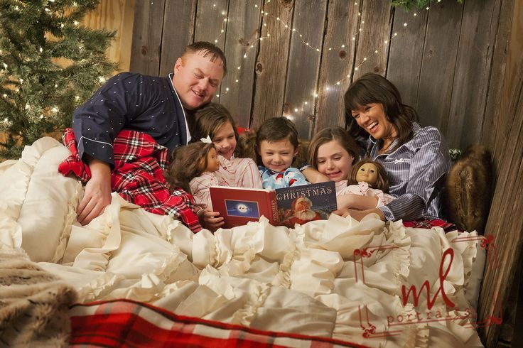 Christmas Pajamas Photoshoot.Christmas Card Pictures 2016 In Bed Photo Ideas Family