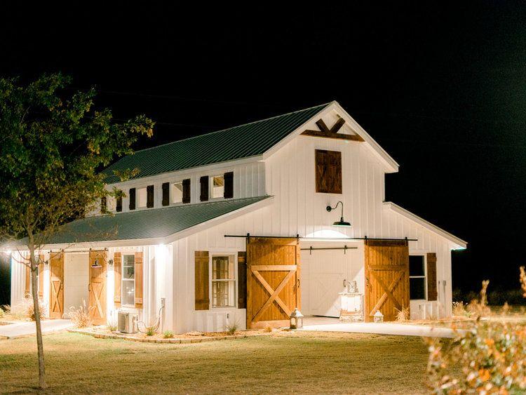 Five Oaks Farm Five Oaks Farm Wedding Venue Cleburne Texas Barn Style House Barn House Plans House Exterior