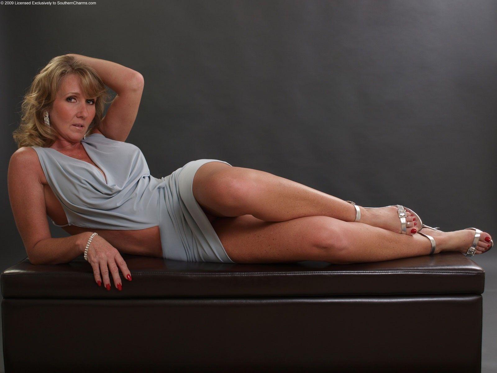 Sexy Hot Mature Women 103