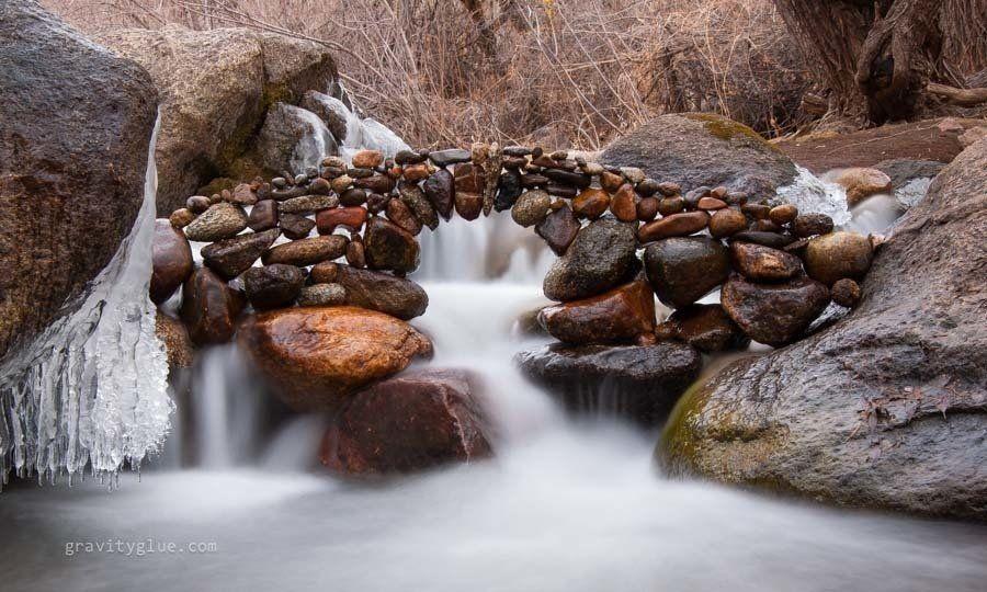 man laat stenen balanceren op unieke plekken - nieuws,