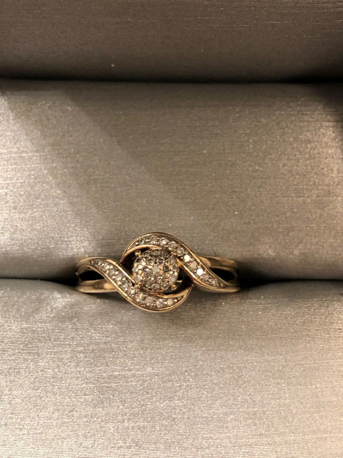 Authentic 10k Gold Ring With 1 8 Cttw Diamonds With Original Receipt Of Purchase Included Zales Jewelry Receipt Original C Zales Jewelry Rings Zales Rings