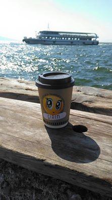 "Bu sabah 9:15 vapurunda onu gördüm karşımda  ""mood"" lu oldum galiba :)) www.brewmood.com.tr #brewmood #coffee #tea #alsancak"