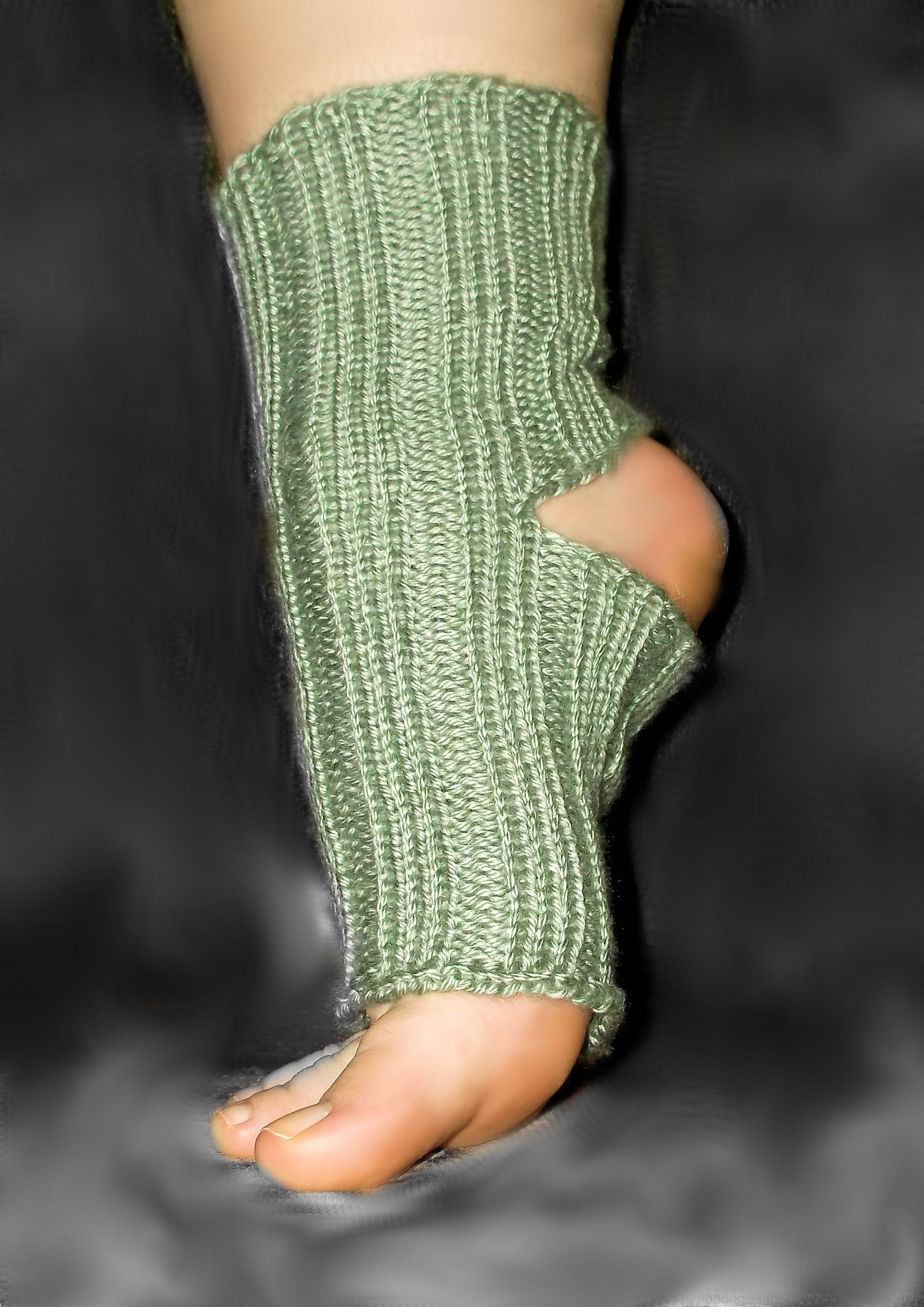 How To Loom Knit Yoga Socks | Loom Knitting Tutorials - Patterens ...