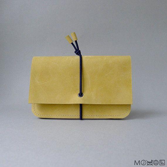 Portemonnee met elastiek  Medium  mat geel leer & door MariekeJacobs