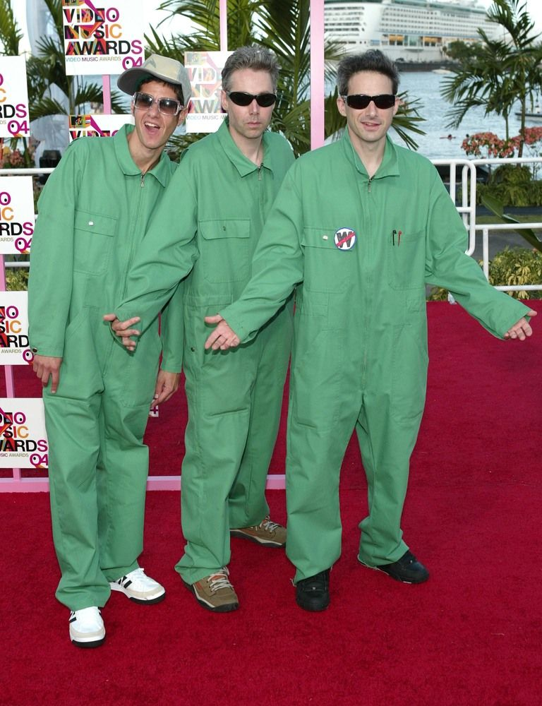 Beastie Boys wear matching green jumpsuits to the 2004 VMA's | Beastie boys,  Green jumpsuit, Boys wear