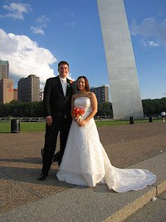 Elope in St Louis: Gateway Arch Elopement. Couples love to elope on dates that are fun like 10-11-12 or 12-12-12.