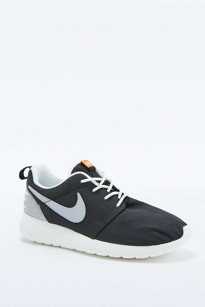 100% authentic b6b51 ea4eb Nike Roshe Run Retro Black and White Trainers - Urban Outfitters