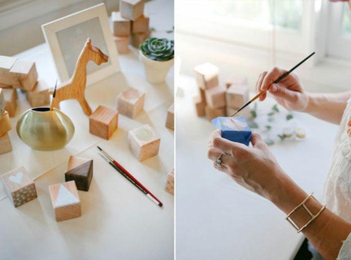 idées amusantes pour des activités créatives et des jeux baby shower, customiser des cubes en bois