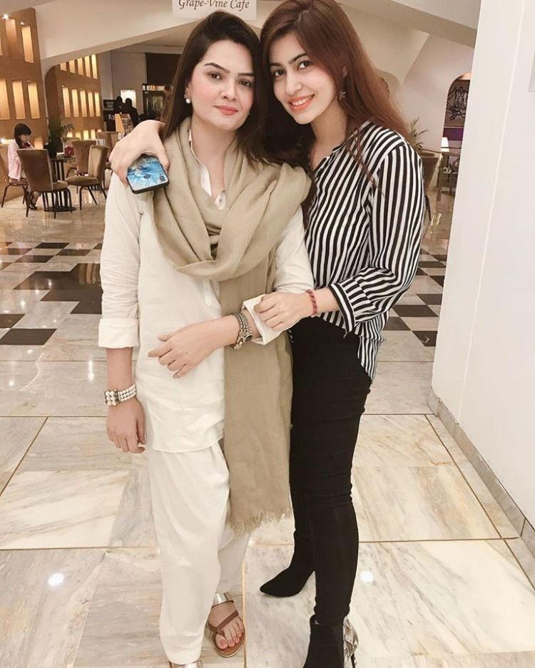 Bushra Haq & Muneezay Moeen in 2020 Pakistan tv, News