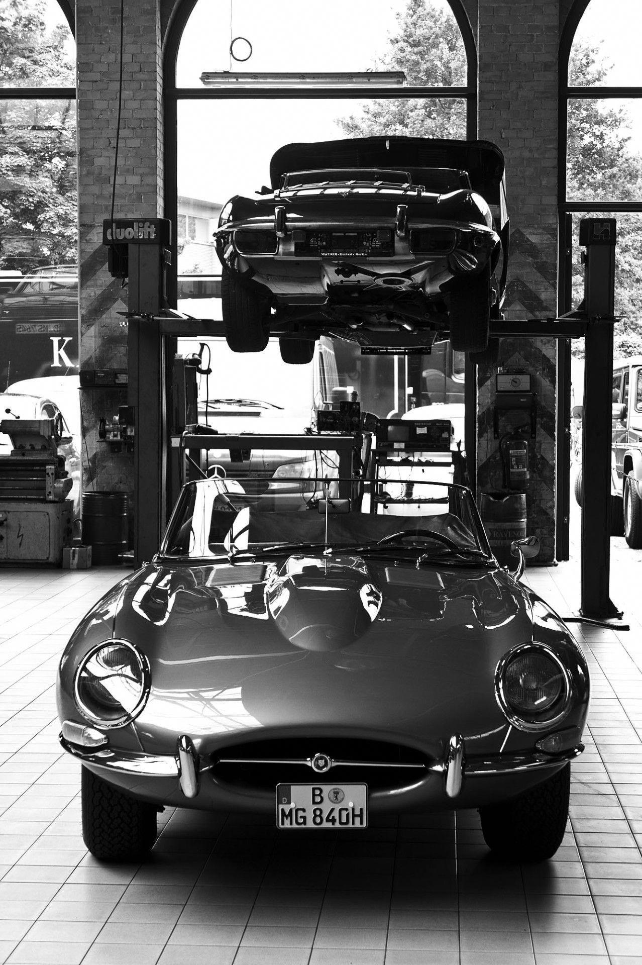 Time Wasting Machine — Jaguar Etype in Mielenwerk Berlin