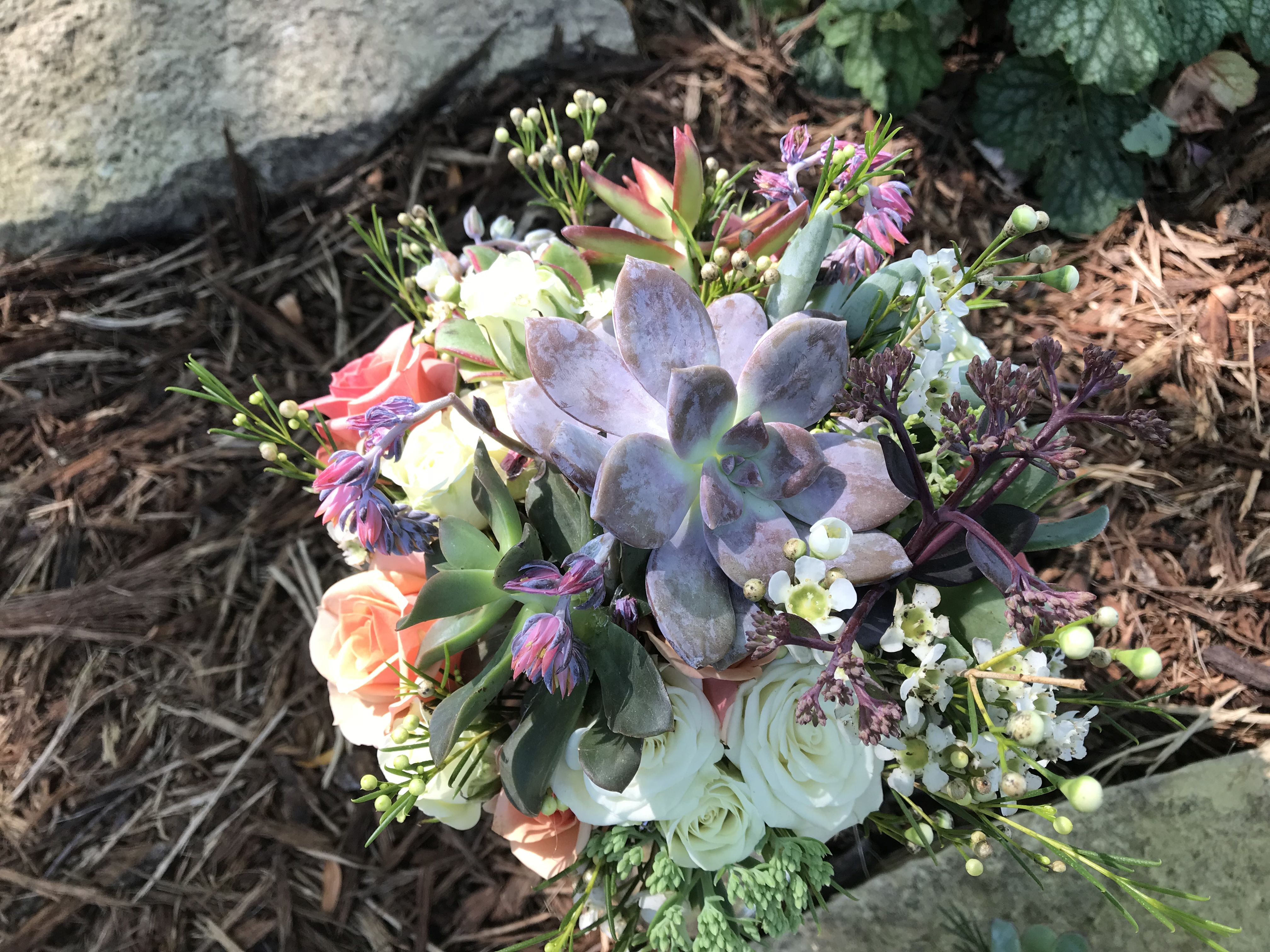 Succulents and roses for your wedding day with Gathering