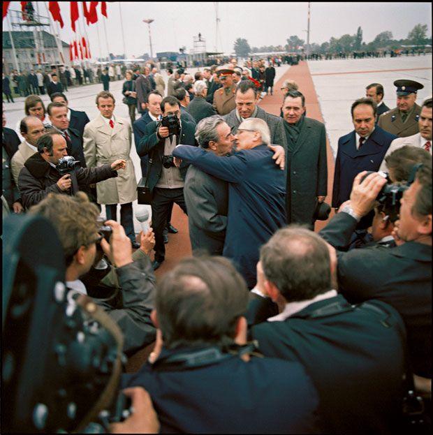 Honecker Kissing Breshnjev Upon The Soviet Leader S Arrival At
