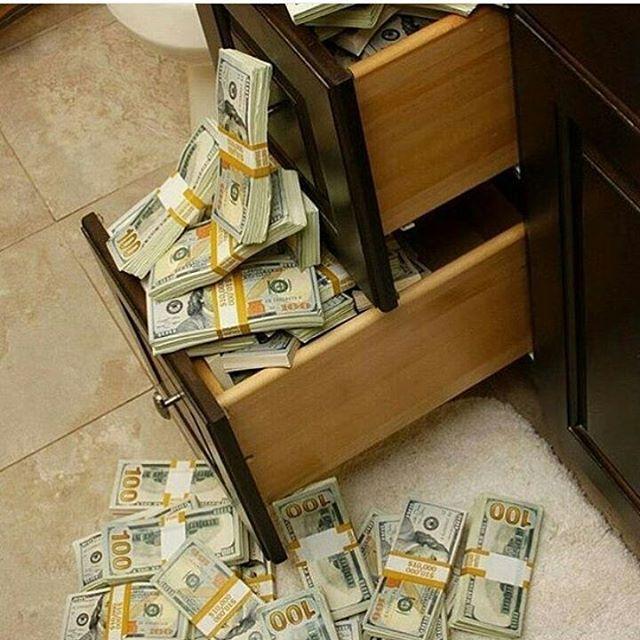 она думает комната с деньгами для фотографий них